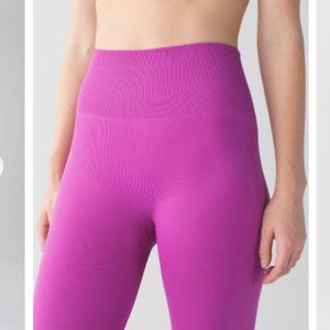 Lululemon Zone in Tight Ultra Violet Size 6